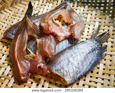 Sun Dried Fish / Trichogaster Pectoralis Fish And Striped Snakehead Fish Dry On Bamboo Basket