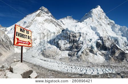 Signpost Way To Mount Everest B.c. And Mount Everest, Lhotse And Nuptse From Pumo Ri Base Camp - Way