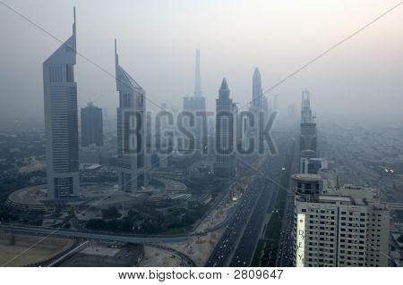Sheikh Zayed Road. Burj Dubai am Hintergrund