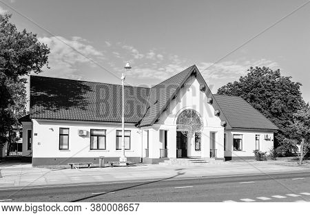 Moscow, Russia - June 16, 2020: Vdnh Park At Sunny Summer Morning. Building 330. Vdnh Is Popular His