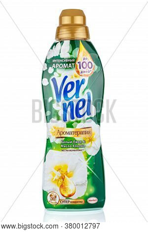 Moscow, Russia - July 22, 2020: Vernel Aromatherapy Nectar Inspiration With White Peony And Cottonse