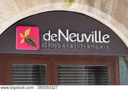 Bordeaux , Aquitaine / France - 08 04 2020 : De Neuville Logo And Text Sign Of French Chocolates Sho