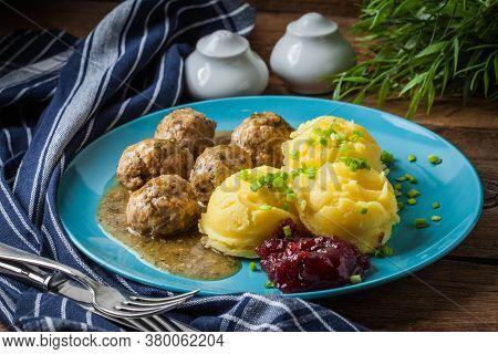 Meatballs In Sauce With Potatoes And Cranberry Jam.