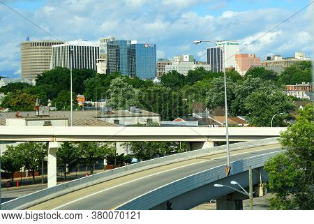 Wilmington, Delaware, U.s.a - August 4, 2020 - The View Of The Ramp And The Downtown From Interstate