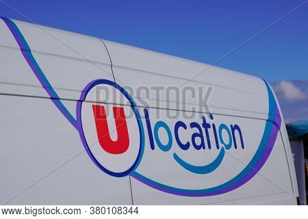 Bordeaux , Aquitaine / France - 08 04 2020 : Super U Location Sign Logo On Van Rental Trucks City Hy