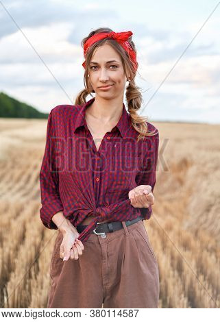 Woman Farmer Standing Farmland Smiling Female Agronomist Specialist Farming Agribusiness Happy Posit