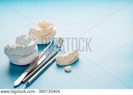 Prosthodontics Or Prosthetic / Crown And Bridge Equipment And Model Express Fix Restoration.