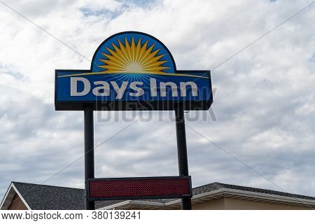 Wall, South Dakota - July 24, 2020: Sign For A Days Inn Hotel Motel. This Is A Cheap Hotel Chain For