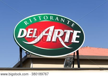 Villefranche, France - March 15, 2020: Pizza Del Arte Logo On A Building. Pizza Del Arte Is A French