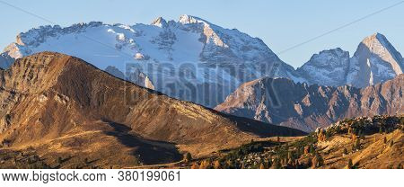 Sunny Colorful Autumn Alpine Dolomites Rocky Mountain Scene, Sudtirol, Italy. Peaceful View From Fal
