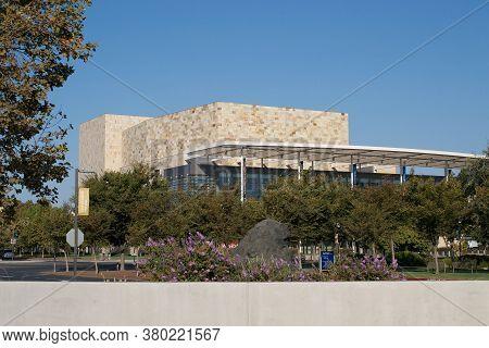 Davis, California, Usa. 11 September 2016. View Of The  Robert And Margrit Mondavi Center For The Pe