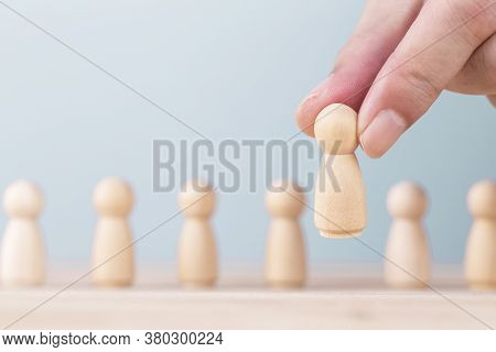 Hand Holding Chooses A Leadership To Success Business , Concept Is The Leadership And Team Victory I