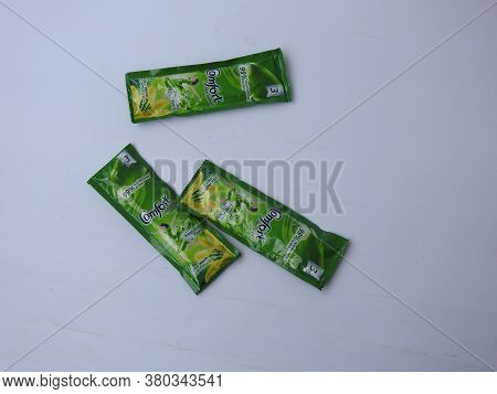 Closeup Of Comfort Fabric Conditioner Anti Bacterial Green Rs. 3 Sachet Or Pack