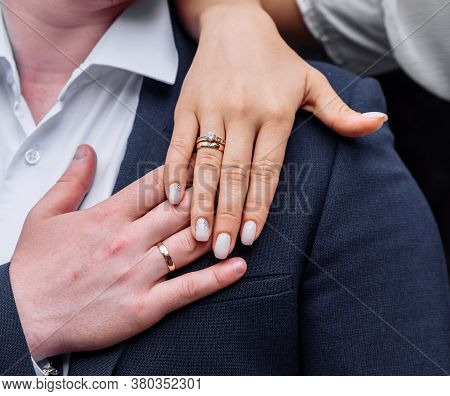 Young People With Twisted Hands On Which Wedding Engagement Rings In White Gold With Diamonds. Weddi