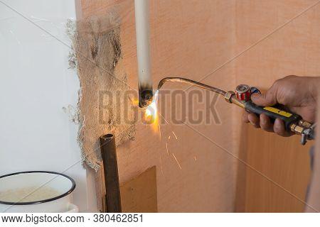 Male Welder Weld Iron Pipe Radiators, Replacement Of The Radiator In The Apartment, Plumbing Work