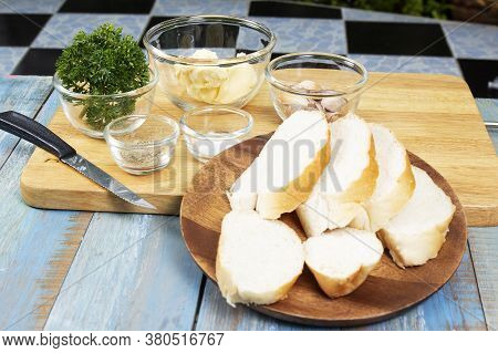 Ingredient For Cooked Garlic Bread / Cooking Garlic Bread Concept