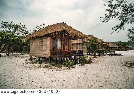 Cheap Budget Accommodation On Beach, Bamboo Huts
