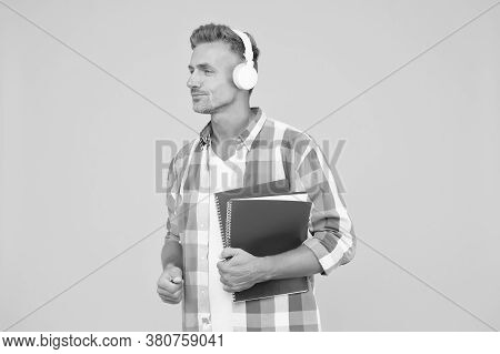 Study Languages. Free Courses. Audio Courses. Learning English. Modern Technology. Audio Book Concep