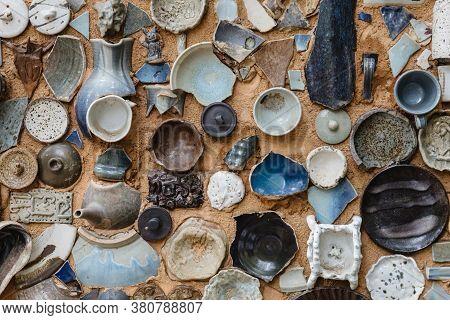 Broken Handcraft Ceramic Random Decorating On Wall