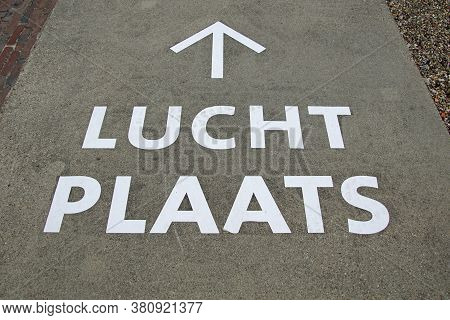 Dutch Marking With Directions Too A Prison 'lucht Plaats'