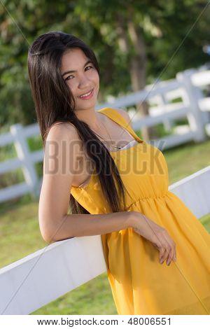 Un retrato de la hermosa mujer tailandesa