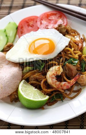 mie goreng, mi goreng, indonesian cuisine, fried noodles with chicken, prawn and pak choi
