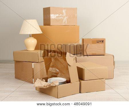 Moving Boxes leeren Raum im Erdgeschoss