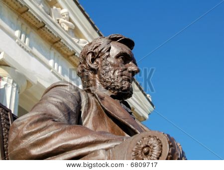 Monument to President Lincoln