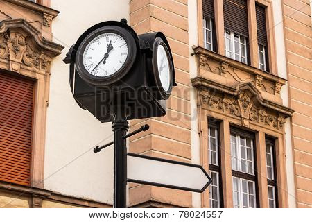 Iron City Clock With Index Sign In Europe