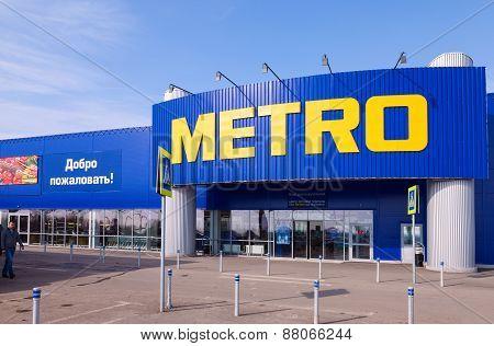 Metro Cash & Carry Samara Store. Metro Group Is A German Global Diversified Retail Group Based In Du