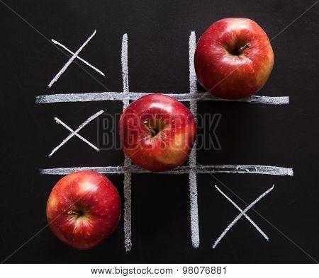 Apples tic-tac-toe