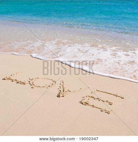 Amor escrito en una playa de arena