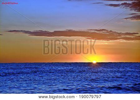 Il blu del mare su Fano confonde il sole
