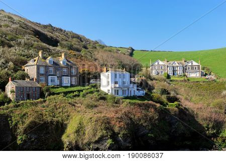 Port Isaac, Cornwall, Uk - April 8Th 2017: Buildings Overlooking Port Isaac Harbour, Including At Fa