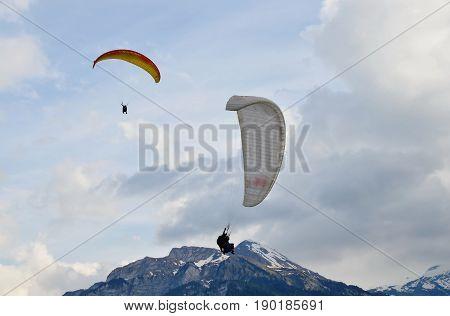 para motor prepare to landing on Interlaken Switzerland