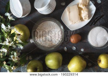 Apples, flour, sugar for the Apple tarte tatena horizontal
