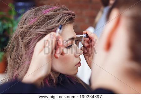 Applying Eyebrow Gel