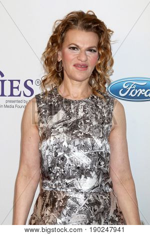 LOS ANGELES - JUN 6:  Sandra Bernhard at the 42nd Annual Gracie Awards at the Beverly Wilshire Hotel on June 6, 2017 in Beverly Hills, CA