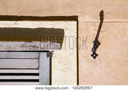 Jerago Window    Venetian   Concrete