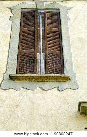 Grey Window Jerago Palaces   Wood Venetian Blind In The Concrete