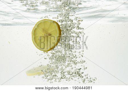 slice of lemon in water