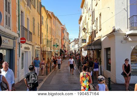 St Tropez, Provence, France - August 21 2016: Tourists Enjoy Browsing The Shops On The Rue General A
