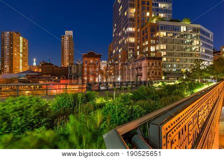 The High Line on a summer evening in the heart of Chelsea (here at the intersection of 10th Avenue and 17th Street). Manhattan New York City