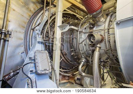 Gas turbine engine of feed gas compressor located inside pressurized enclosure The gas turbine engine used in offshore oil and gas central processing platform.