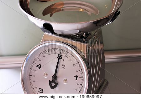 An image of a kitchen scale - vintage