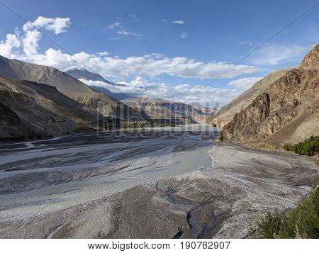 Beautiful valley of wild river Kali Gandaki - Annapurna Circuit trek in Nepal - Sunny day in Kagbeni village