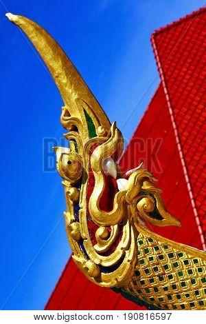 Drake Incision Roof Red Wat  Palaces   Bangkok  Asia And Sky