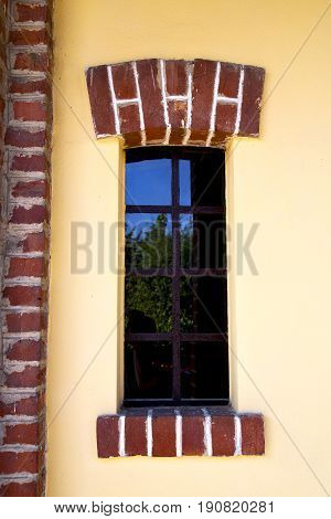Shutter Europe  Italy  Lombardy        The Milano Old   Window Closed Plant