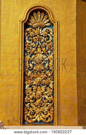 Window   Gold    Temple    Bangkok  Flower