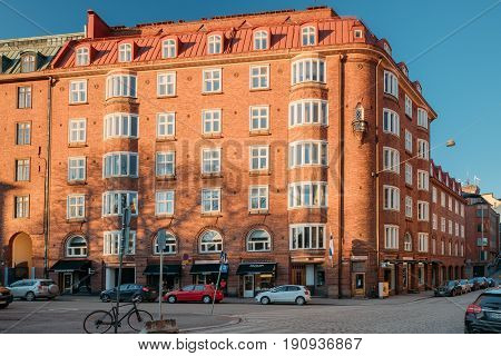 Helsinki, Finland - December 6, 2016: Residential House Building At Intersection Of Ratakatu And Korkeavuorenkatu Streets In Sunny Day. Kaartinkaupunki Neighbourhood